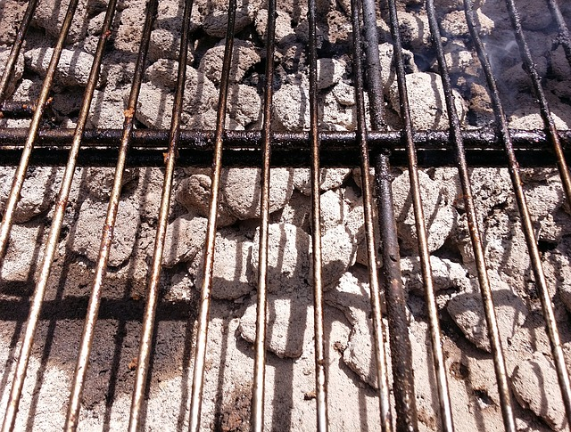 Grill cooking grate