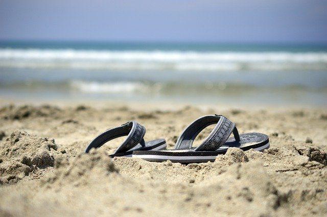 sandals-4273243_640